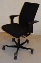 Kontorstol: Håg H04 4600 i sort, armlene i sort, kryss i sort, pent brukt