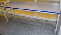 Solid arbeidsbord / arbeidsbenk med 200x61,5cm bordplate i grått / metall understell, justerbar høyde, pent brukt