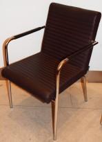 Lekker besøksstol / konferansestol fra Offecct, modell Quick i brunt skinn / krom, pent brukt