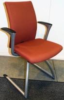 Konferansestol/besøksstol: Håg H04 Comm 4470 i varmrødt stoff (Remix 653), grålakkerte ben, pent brukt
