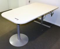 Kompakt møtebord i lysegrått, 180x100cm, grått elektrisk hevsenk understell, Duba B8, pent brukt