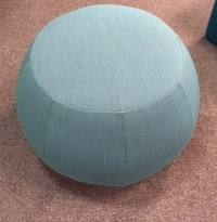 Puff fra Arper i turkis, modell Pix 67, Ø=67cm, pent brukt
