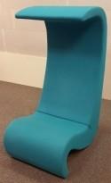 Loungestol fra Vitra: Amoebe Highback, Design: Verner Panton, Turkis ullstoff, pent brukt