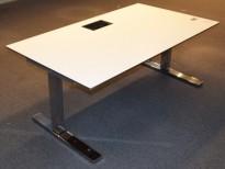 Horreds elektrisk hevsenk skrivebord i hvitt, sort kant, krom understell, 160x90cm, pent brukt