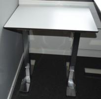 Horreds sidebord / lite arbeidsbord / printerbord i hvitt/sort/krom, 64,5cm x 53x5cm, pent brukt