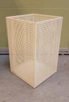 Papirkurv / søppelbøtte i hvitlakkert metall, pent brukt