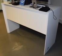 Skranke / resepsjon i hvitt, 160cm bredde, pent brukt