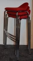 Barstol fra Materia, modell Plektrum i rødt stoff / krom, 78cm sittehøyde, pent brukt