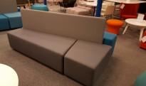 Loungemøbel / modulsofa i turkis og grått fra Martela, modell Diagonal Play, totalmål 200x110cm, pent brukt
