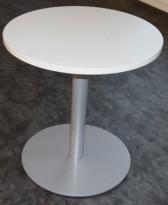 Lite, rundt bord i lysegrått, Ø=70cm, H=72cm, litt kosmestisk småtteri bordplate, ellers pent brukt