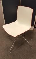 Arper Catifa 46, svingbar design-stol i plast/krom, Hvit/Rød, brukt