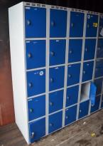 Garderobeskap / lukeskap i stål, grått skrog/blå dører, 20 rom, bredde 120cm. høyde 180cm, pent brukt