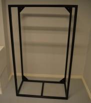 Garderobestativ / klesstativ i sortlakkert metall, 90cm bredde, 150cm høyde, kan henges på vegg, pent brukt