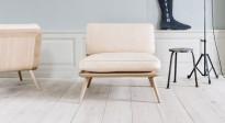 Lekker loungestol i natur skinn / hvitpigmentert eik fra Fredericia, Modell Spine Lounge, pent brukt