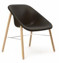 Finsk designstol / loungestol / besøksstol fra Inno, modell Kola Light Wood, utstillingsmodell