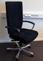 Kinnarps Kapton Synchrone kontorstol, sort mikrofiber, skinnarmlener, pent brukt