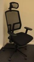 EFG One Sync kontorstol i sort stoff / rygg i sort mesh, nakkepute og armlene, pent brukt