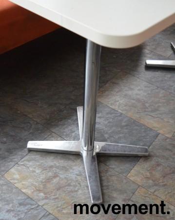 Møtebord / kantinebord fra Materia i hvitt / krom understell, 135x53cm, pent brukt bilde 2