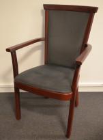Kinnarps Remus, konferansestol i mahognibeiset bøk / grått mikrofiberstoff, brukt