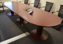 Møtebord / konferansebord Kinnarps Remus i mahognibeiset eik, 350x110cm, passer 10-12personer, pent brukt