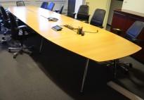 Stort møtebord fra Skandiform, i eik / krom, 500x140cm, passer 16-18 personer, pent brukt