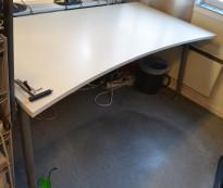 Skrivebord i lys grå, 180x90cm med mavebue, pent brukt