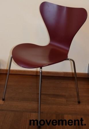 Arne Jacobsen 7er-stol / syver-stol, model 3107, i 580 Mørkerød, understell i krom, pent brukt bilde 5