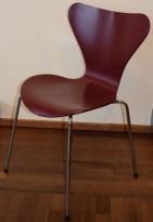 Arne Jacobsen 7er-stol / syver-stol, model 3107, i 580 Mørkerød, understell i krom, brukt