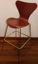 Barkrakk / barstol: Arne Jacobsen 7er / syverstol, 3107 barstol i 580 mørkerød / krom, pent brukt