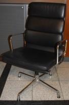 Vitra - Eames Alu Group EA209 softpad konferansestol / besøksstol i sort skinn / krom, høy rygg, pent brukte