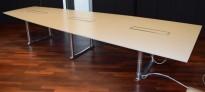 ForaForm Colonnade møtebord, lysegrå bordplate / krom,understell 426x159cm, passer 14-16 personer, pent brukt