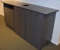 Miljøstasjon / sorteringsstasjon for kontoravfall i grått, 223cm bredde, pent brukt