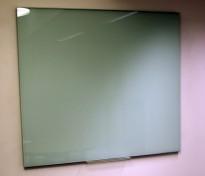 Whiteboard i grønnlig glass, 118x105cm, vegghengt modell, pent brukt