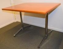Kompakt design-skrivebord / arbeidsbord 100x80cm fra Vitra, Eames i flammebjerk / krom, pent brukt
