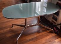 Lekkert designskrivebord i glass / stål fra Vitra, design: Eames, 140x70cm, pent brukt