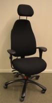 Kontorstol fra Malmstolen, modell 4211 i sort med høy rygg, armelene og nakkepute, pent brukt