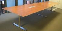 Duba B8 møtebord / konferansebord i valnøtt / satinert stål, 500x120cm, passer 16-18 personer, pent brukt