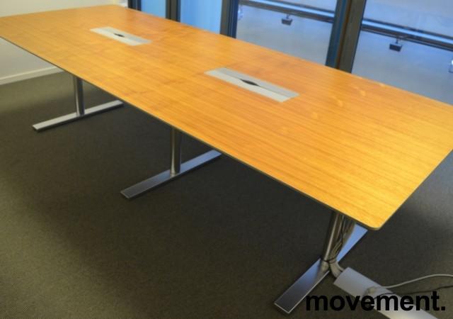 Møtebord fra Duba B8 i valnøttfiner, 300x120cm, passer 10-12 personer, pent brukt bilde 1