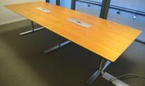 Møtebord fra Duba B8 i valnøttfiner, 300x120cm, passer 10-12 personer, pent brukt