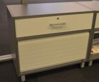 Lavt sjalusiskap / printerskap i grå / lys grå fra Martela, bredde 80cm, høyde 71cm, pent brukt
