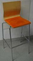 Barkrakk / barstol fra Materia, modell ADAM i bjerk med oransje sete, og krom understell, 78cm sh, brukt