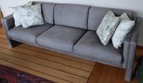 Loungesofa / designsofa, eldre modell fra Walter Knoll i grått skinn, 222cm bredde, brukt