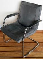 Eldre Walter Knoll designstoler i grått skinn / krom, pent brukte med patina