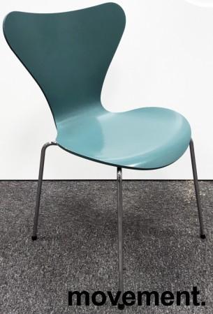 Arne Jacobsen 7er-stol / syver-stol, model 3107, i 955 Støvgrønn, understell i krom, pent brukt bilde 1