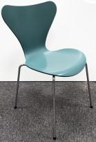 Arne Jacobsen 7er-stol / syver-stol, model 3107, i 955 Støvgrønn, understell i krom, pent brukt