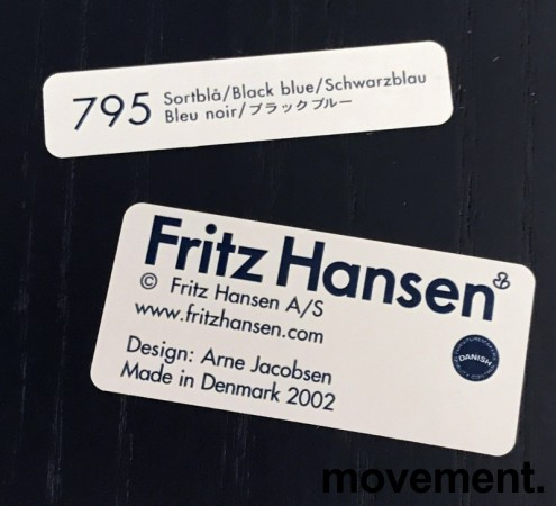 Arne Jacobsen 7er-stol / syver-stol, model 3107, i 795 Sortblå, understell i krom, pent brukt bilde 4