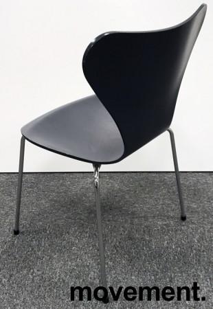 Arne Jacobsen 7er-stol / syver-stol, model 3107, i 795 Sortblå, understell i krom, pent brukt bilde 2