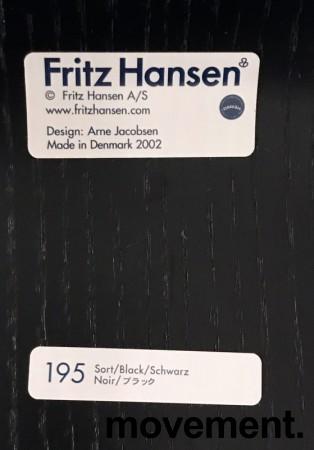 Arne Jacobsen 7er-stol / syver-stol, model 3107, i 195 Sort, understell i krom, pent brukt bilde 4