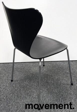 Arne Jacobsen 7er-stol / syver-stol, model 3107, i 195 Sort, understell i krom, pent brukt bilde 2