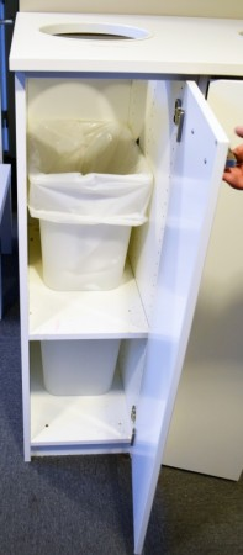 Miljøstasjon / sorteringsstasjon for kontoravfall i lys grå / hvit, 97cm bredde, pent brukt bilde 3